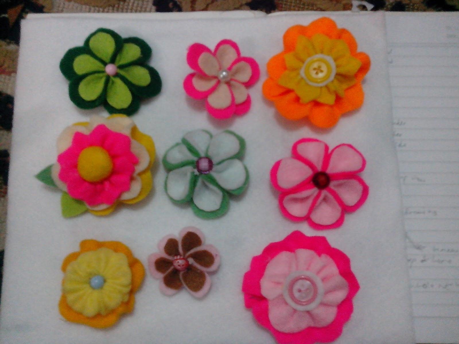 beberapa kreasi bros bentuk bunga dari kain flanel harganya mulai dari