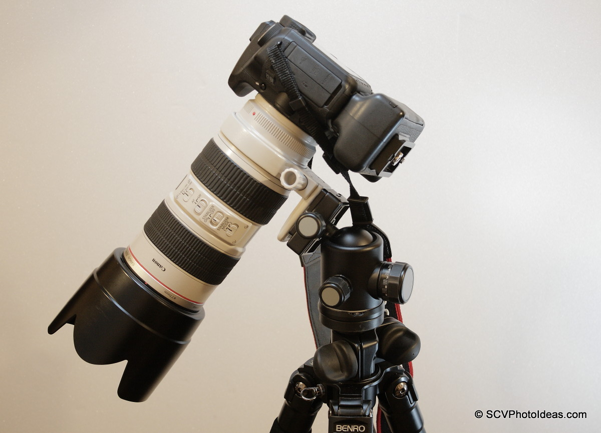 Canon EOS 50D+BG-E2N+EF 70-200 L IS USM on lens foot 45 deg