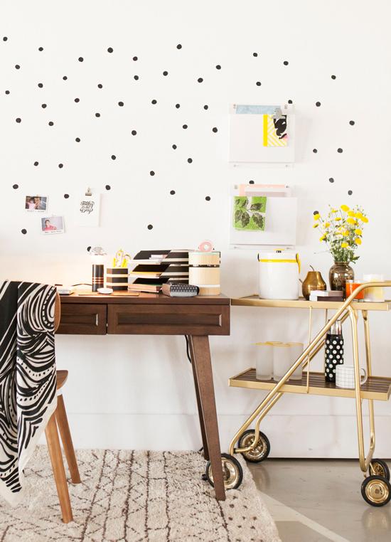 espacio de trabajo en casa en blanco y negro