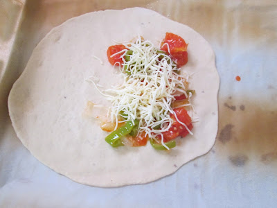garniture de pate a pizza tomate, fromage poivron