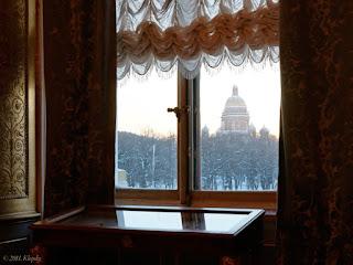 Окно из дерева с кремонами в Эрмитаже
