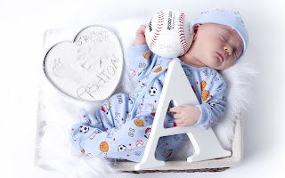 baby_sleeping_with_toys_ball_photo_HD_image.jpg