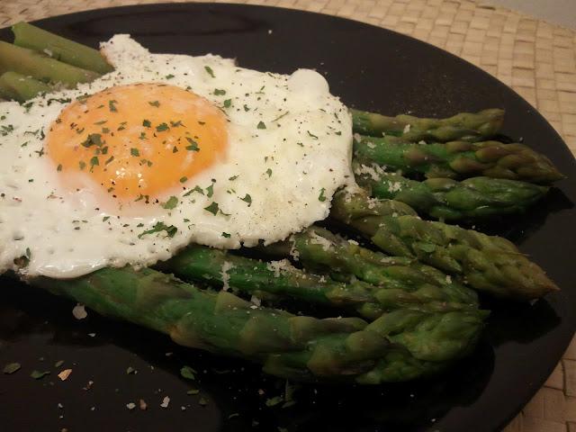 uova alla bismark con asparagi