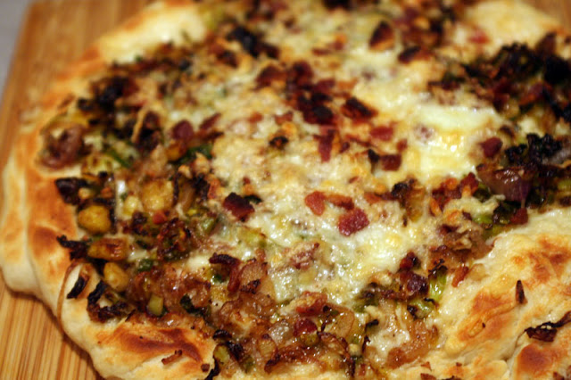 Bacon & Brussels Sprouts Pizza | hardparade.blogspot.com