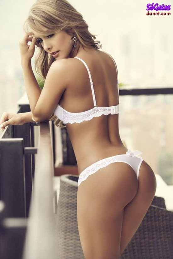 Laura Gamboa de lingerie branca