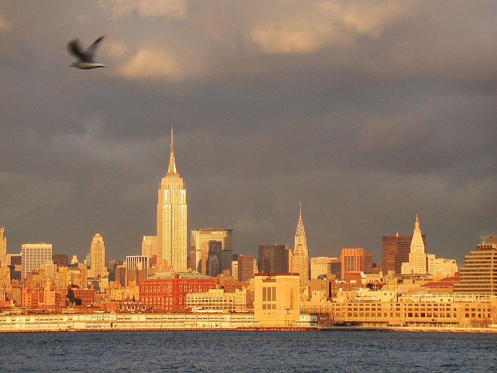 http://2.bp.blogspot.com/-84iK6IxgkBI/TjlBUzv_stI/AAAAAAAACIg/zIzFTY86q0E/s1600/New+York+Skyline1.jpg