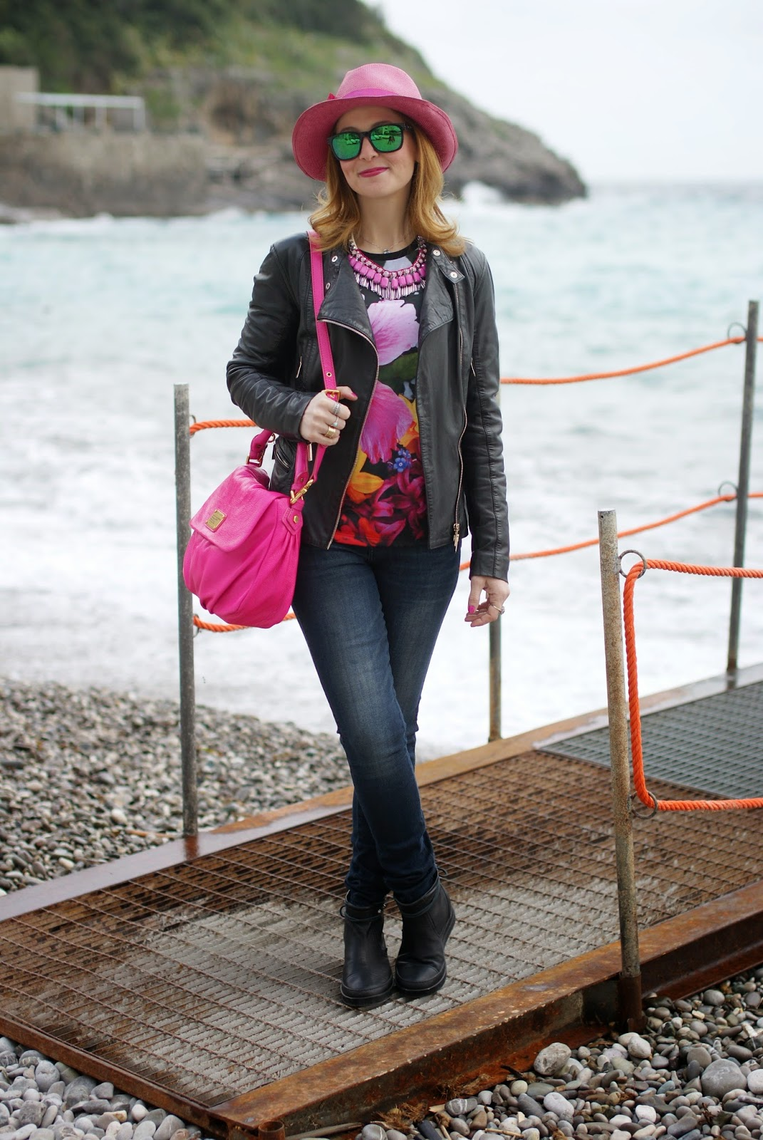 Fuchsia hat, Sodini necklace, Marc by Marc Jacobs lil ukita bag, Ruco Line boots, Fashion and Cookies, fashion blogger