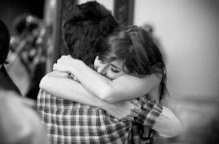 abrazo inesperado