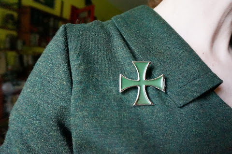 vintage 50s 60s 70s 1950 1960 1970 brooch pinback badge button broche  pin button the jam bay city rollers mud power pop punk twa iron cross croix fer trefle clover lucky talon heels boxing glove dog woman glam rock note musique musical