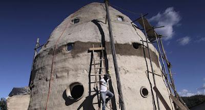Rumah pelik berbentuk kapal angkasa lepas