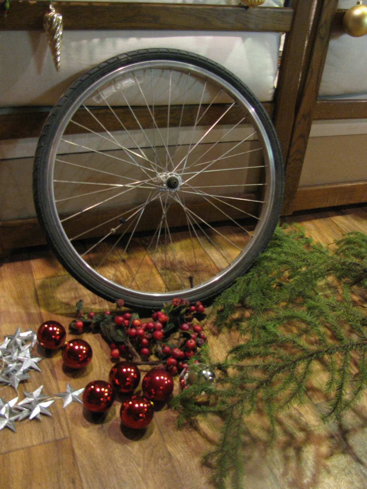 DIY 4 Wheel Bike http://www.bike-bliss.com/2012/12/my-diy-bike-wheel-wreath.html