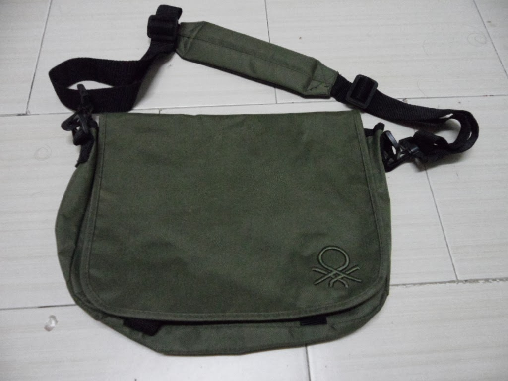 Clayback Bush Thrift Store   Bag  United Colors of Benetton ... 9bbc30bb5f