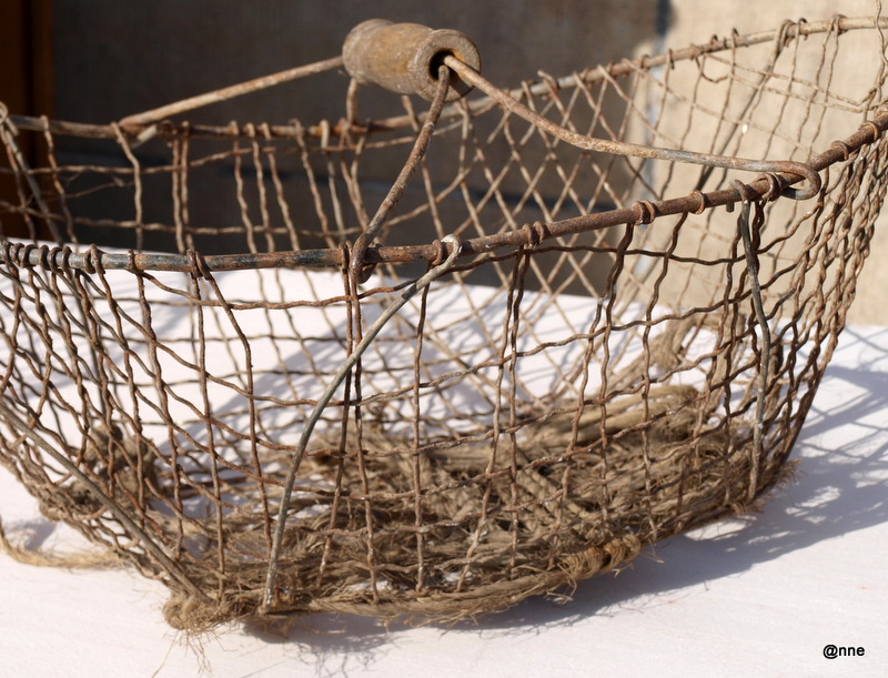 Mooie Keukenspullen : Ambrozijn en oude kant: Draadmanden en oude keukenspullen