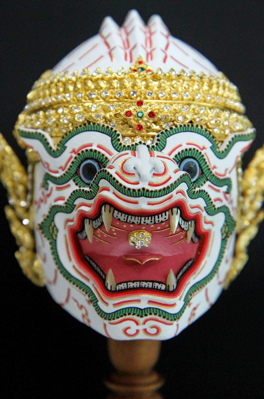Khon mask depicting Hanuman