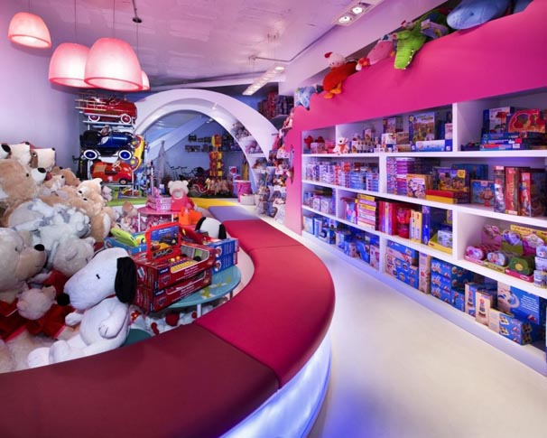 Modern Kid's Stores Kurva Shape with Interior Lighting Design