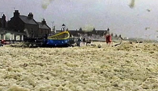 Fenomena Unik; Busa selimuti Desa di Skotlandia