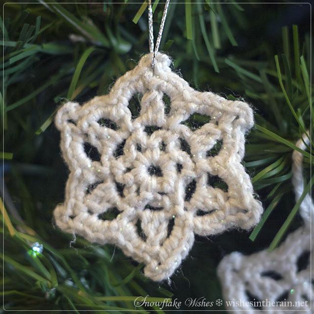 glittery crochet snowflake - www.wishesintherain.net