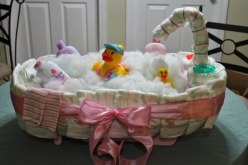 diy baby bath tub diaper cake the idea king. Black Bedroom Furniture Sets. Home Design Ideas