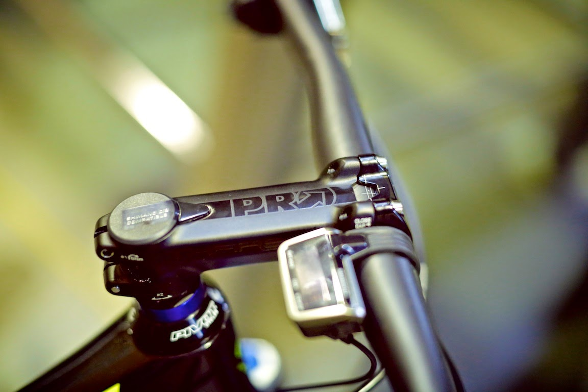 Bike News, New Product, New Technology, Report, Look Closer, Shimano Di2 Shifter, Integrated Di2 Bar, Integrated Di2 Cockpit, Pro Tharsis Integrated Di2