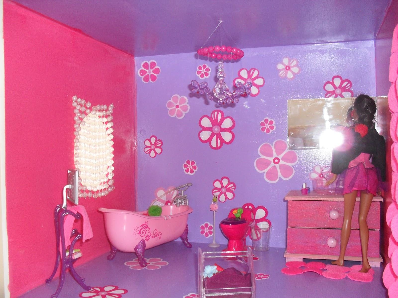 banheiro o banheiro eu usei um lustre de peças de #AF1C46 1600x1200 Banheiro Da Barbie De Papelão