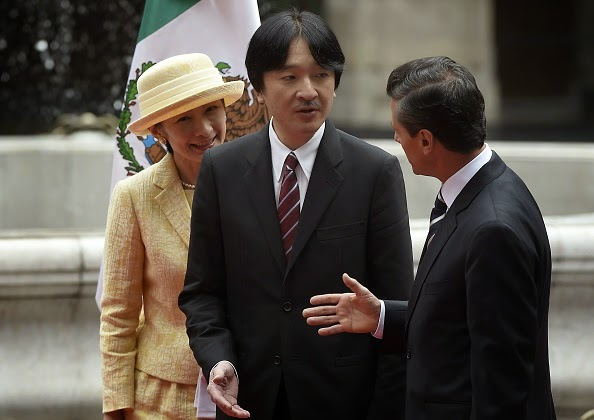 Japan's Prince Akishino (C) and Princess Kiko (L) listen to Mexican President Enrique Pena Nieto (R) during a welcoming ceremony at the National Palace, in Mexico City