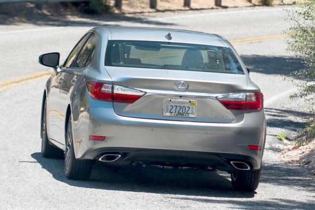 2016 New Lexus Luxury MOdel ES 350 back view