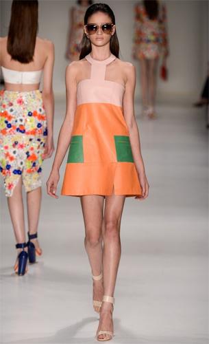 PatBo coleção Verão 2016 vestido de couro trapézio
