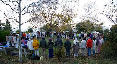 Julio Aonso en Montserrat meditacion grupal