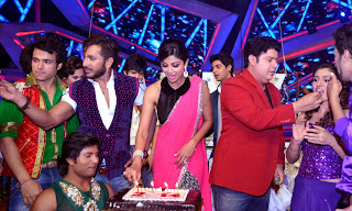 http://www.notchmag.com/photo/20084/shilpa-shetty-celebrates-new-year-on-nach-baliye