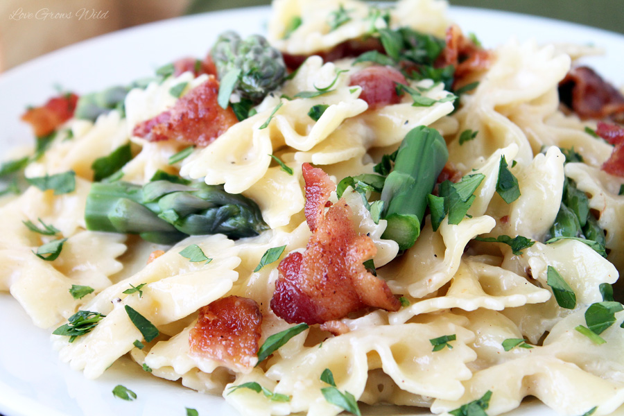 Creamy Pasta with Asparagus and Bacon - a meal the whole family will ...
