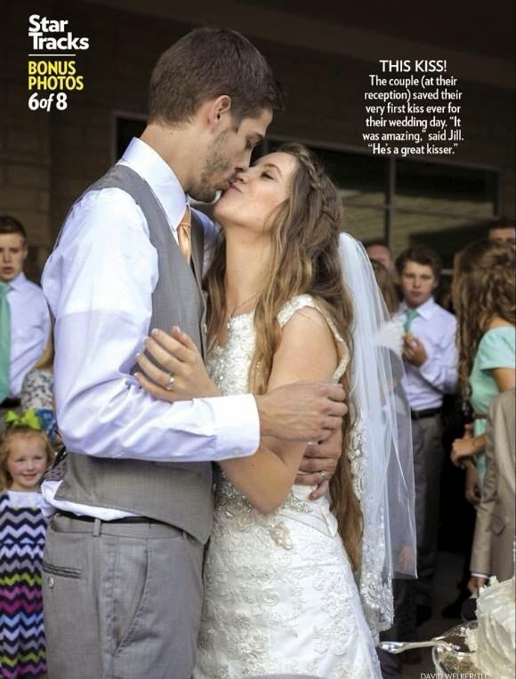 Jill and Derick Dillard kiss