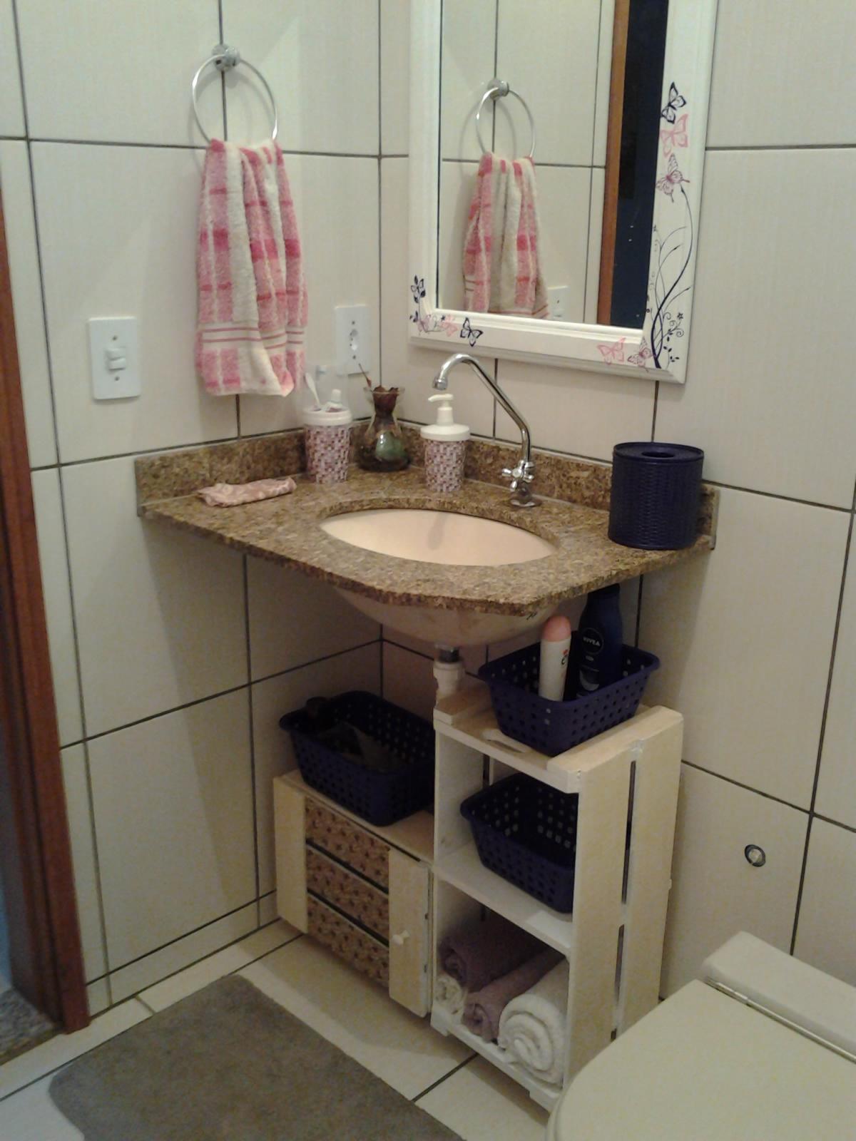 Muito além da Arte CAIXOTES DE FEIRA ???? NÃO ARMARINHOS DE  -> Banheiro Decorado Com Material Reciclado