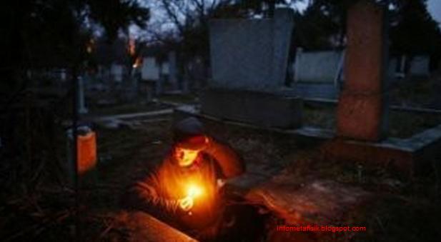 Astaga! Pria ini Hidup Dalam Kuburan Selama 15 Tahun