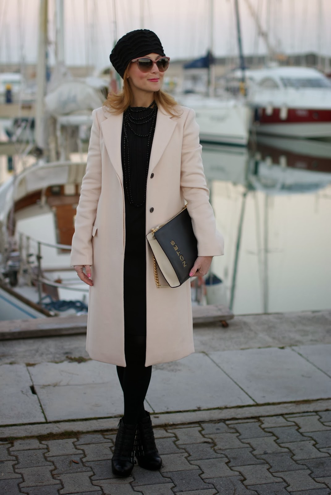 pink coat, cappotto rosa zara, stella mccartney pink sunglasses, moschino notes bag, fashion and cookies, fashion blogger