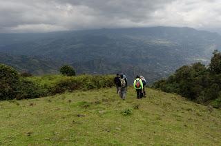 Iniciamos el descenso en el camino a las cascadas de la Chorrera, cerca de Choachí.