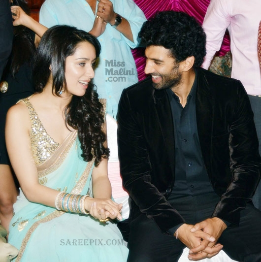 Shraddha-kapoor-saree-with-Adithya-Roy-kapoor-Aashiqui-2-music-launch