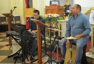 Os músicos Luiz Cláudio Peixoto e Cacau