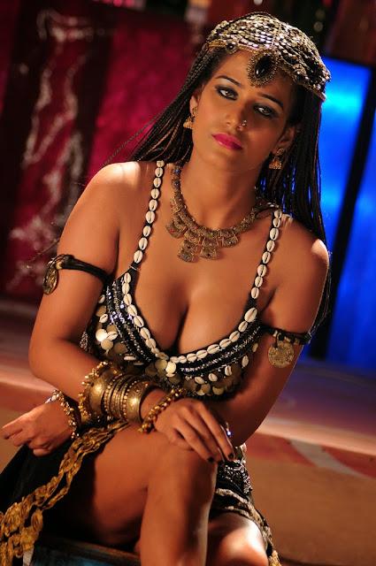 Hot Poonam Pandey