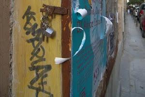 Alex Díaz, alumno de Abarca, cuelga llaves en la ciudad como un gesto cotidiano