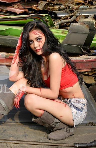 "Nabel Nabila, Model POPULAR No.333 Oktober 2015 ""World of Dead"" Nabel Nabila, Undead Slayer in POPULAR ED.333 