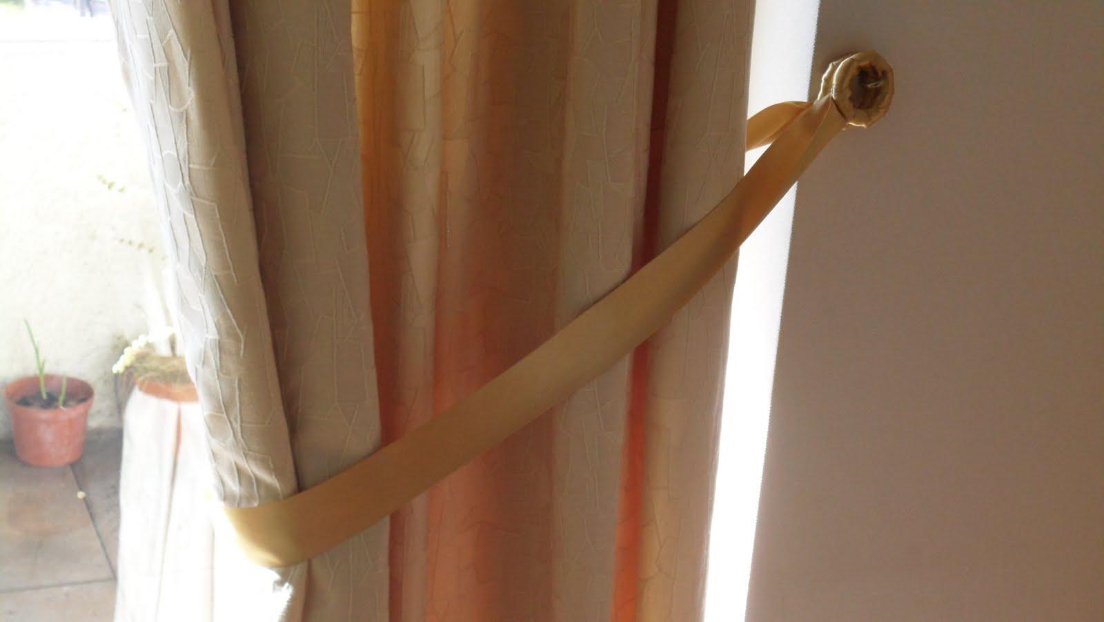 Manualidades kitty valerie para tomar las cortinas for Cortinas de argollas