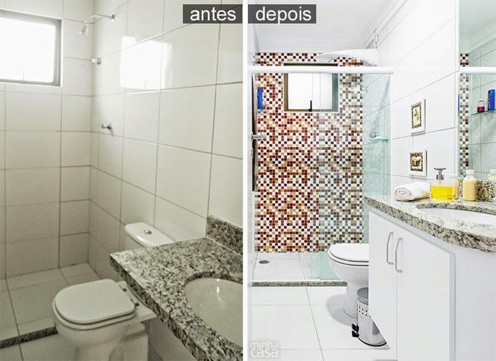 Antes e Depois banheiro revestido com adesivo  Comprando Meu Apê  Comprand -> Reforma Banheiro Pequeno Antes E Depois
