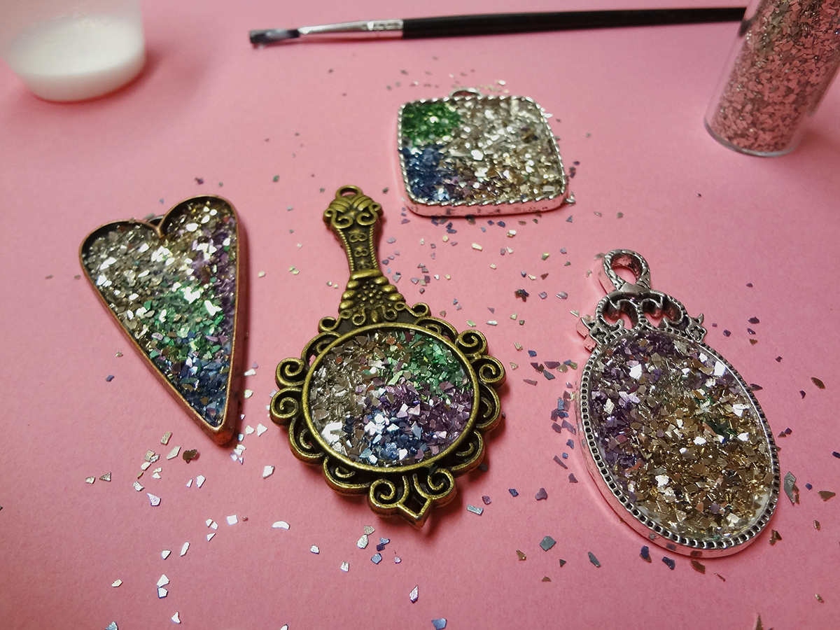 Resin crafts jewelry resin and stampendous glass glitter for Glass jewels for crafts