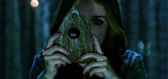 Grupo de amigos tentam entrar em contato com os mortos no segundo trailer do terror sobrenatural OUIJA