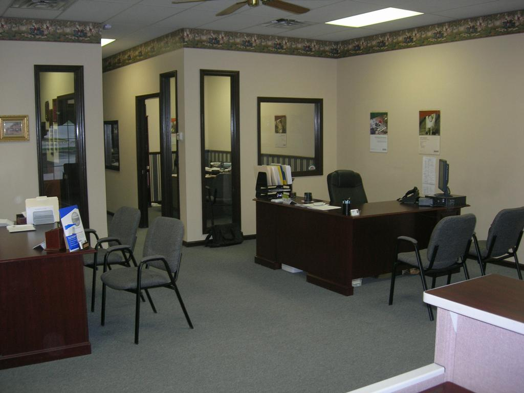 Decorating a business office style for Corporate office decorating ideas pictures