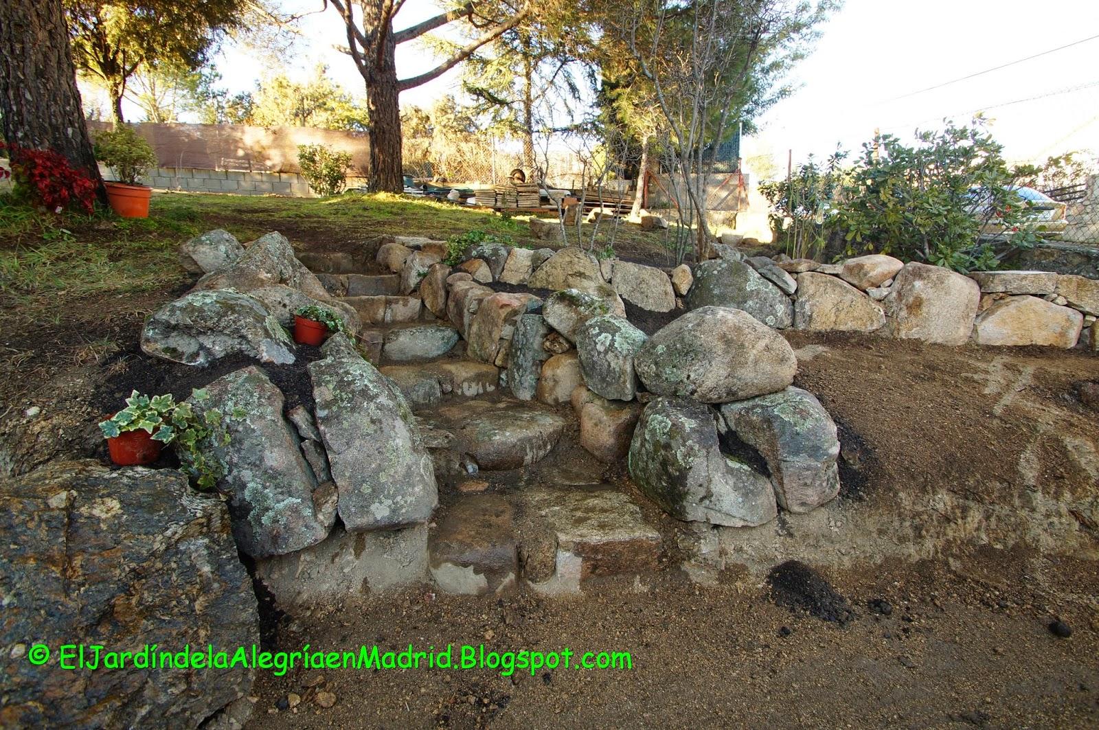 El jard n de la alegr a la salida del jard n secreto for Escaleras para caminar fuera del jardin
