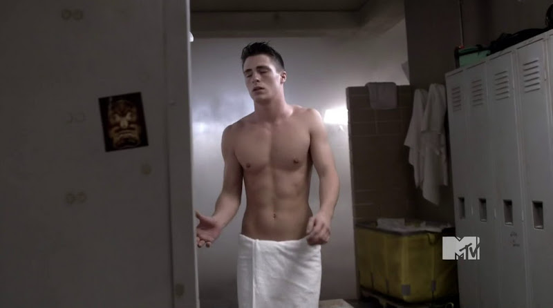 Colton Haynes Shirtless in Teen Wolf s1e05