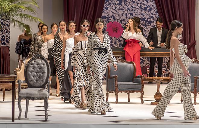 JOHANNA ORTIZ, CALI EXPOSHOW 2015, MODA FLAMENCA,  A LA DERIVE, ALINA A LA MODE