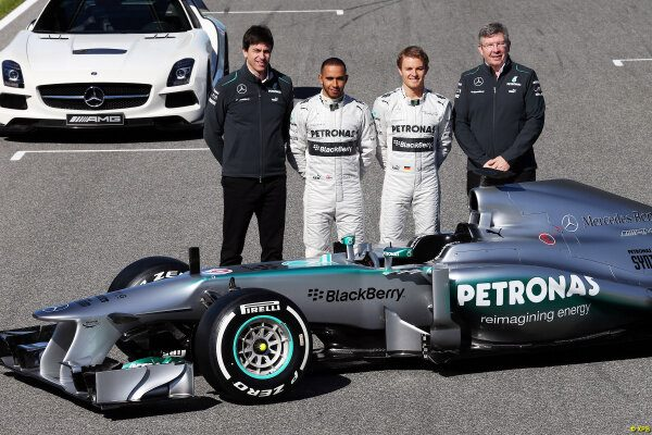 [Resim: new+Mercedes+W04+during+a+filming+day+7.jpg]