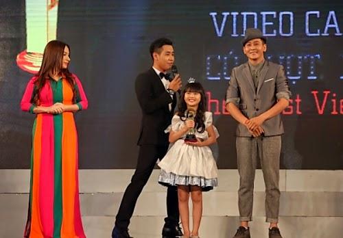 Phi Long và bé Bảo An nhận giải Video ca nhạc thiếu nhi được xem nhiều nhất